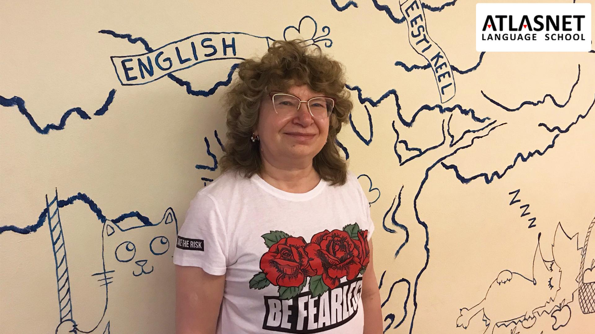женщина в школе языков atlasnet